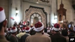 Des imans rassemblés dans une mosquée au centre du Caire, Égypte, 3 février 2015.