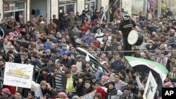 Manifestation anti-Assad à Idlib, Syrie, le lundi 6 février 2012