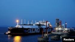 斯坦納藍天(Stena Blue Sky)號液化石油氣油輪2018年8月7日在中國浙江舟山港卸貨。