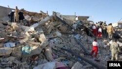 En images : plus de 400 morts après un séisme en Iran et en Irak