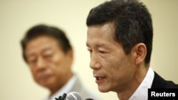 Kim Young-hwan (R) a pro-North Korean activist speaks at a news conference in Seoul, July 25, 2012.