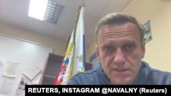 Aleksej Navalni uoči saslušanja u policijskoj stanici u ruskom gradu Himkiju (REUTERS, INSTAGRAM @NAVALNY)