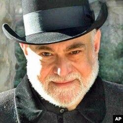Richard Milner as Darwin