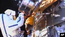 Los candidatos que seleccione la NASA deben prepararse durante dos años aprendiendo ruso, trabajo en equipo, sistemas aeroespaciales y caminatas espaciales, entre otras actividades.