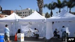 美国加州洛杉矶的一处新冠病毒检测站。
