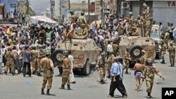Yemeni army soldiers block the way as anti-government protesters attend a demonstration demanding the resignation of Yemeni President Ali Abdullah Saleh, in Taiz, Yemen, April 7, 2011