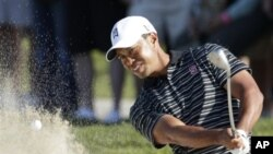 Tiger Woods blast from a bunker during the Farmers Insurance Open golf tournament in San Diego, Jan. 29, 2011 (file photo).
