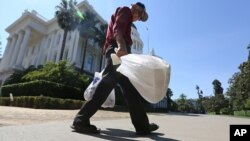 Uni Eropa akan mengurangi penggunaan tas plastik tipis hingga 80 persen sebelum tahun 2025 (foto: ilustrasi).
