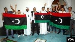 Kedutaan Libya di Kuwait mengibarkan bendera oposisi setelah ibukota Tripoli dikuasai pemberontak (22/8). Kedutaan Libya di Jakarta juga melakukan langkah serupa.