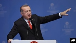 Turkey's President Recep Tayyip Erdogan gestures as he delivers his speech in the opening session of the Organisation of Islamic Cooperation Extraordinary Summit in Istanbul, Wednesday, Dec. 13, 2017. (AP)