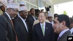Somali Parliament Speaker Sharif Hassan Sheik Aden, far left, and Somali President Sheik Sharif Sheik Ahmed, 2nd left, greet UN General Assembly President Nassir Abdulaziz Al-Nasser, right, as UN Secretary-General Ban Ki-moon, center, visits the Somali Pr