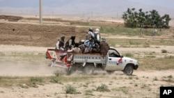 طالبان به تاراج بانکها و دوکانها در کندز متهم شده اند