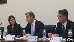 Glavni tužilac Haškog tribunala Serž Bramerc (u sredini) na sednici Helsinške komisije u Kongresu