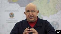 委内瑞拉总统查韦斯8月25日在一个内阁会议上讲话