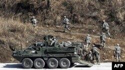Cənubi Koreya Şimalla sərhəddə hərbi təlimlər keçirir