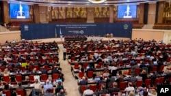 Các thành viên tham dự Hội nghị lần thứ 28 Các bên tham gia Nghị định thư Montreal về các chất phá hủy tầng ozone tại Kigali, Rwanda, ngày 14 tháng 10 năm 2016.