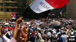 A rally on behalf of the Muslim Brotherhood's Mohamed Morsi on Tahrir Square, Cairo, Egypt, June 24, 2012 (Elizabeth Arrott/VOA)