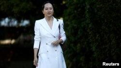 Giám đốc tài chính của Huawei, bà Mạnh Vãn Chu, rời nhà để đến phiên toà tại Vancouver, Canada, vào ngày 30/9/2019.