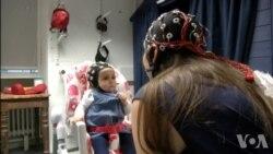 成人与婴儿对视时脑电波会发生同步