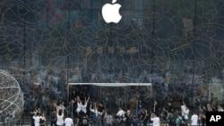 資料照片:北京三里屯一家新的蘋果旗艦店開門。(2020年7月17日)