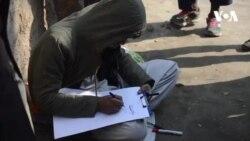 هنرمند معتاد در کنار خیابان های کابل