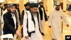 ARHIVA - Delegacija talibana stiže na rundu mirovnih razgovora sa predstavnicima Vlade Avganistana, u Dohi, Katar, 12. septembra 2020. (Foto: AP)