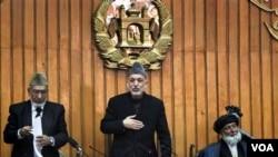 Presiden Hamid Karzai saat berbicara di depan parlemen Afghanistan (foto: dok.).