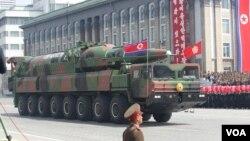 지난해 4월 평양에서 열린 열병식에서 최초로 공개된 신형 미사일.