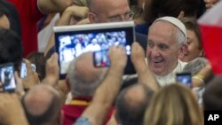 Pope Francis arrives for an audience to Parish groups promoting evangelization, in the Paul VI hall at the Vatican, Saturday, Sept. 5, 2015. (AP Photo/Riccardo De Luca)