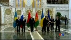 2014-08-26 美國之音視頻新聞: 俄烏兩國總統在克蘭在明斯克會面