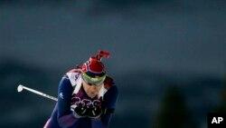 挪威选手奥勒•埃纳尔•比约恩达伦2014年2月8日在索契举行的冬奥会夺得十公里越野滑雪射击赛的金牌。