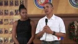 奧巴馬看望海軍陸戰隊基地官兵