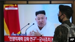 지난달 24일 서울역에 설치된 TV에서 북한 관련 뉴스가 나오고 있다. (자료사진)