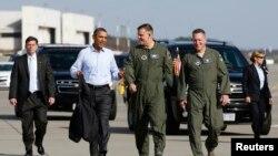 Барак Обама и командующий ВВС США в Европе генерал Фрэнк Горенц