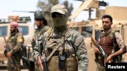 نیروهای دموکراتیک سوریه ائتلافی از کردها و عرب های سوریه است که در جنگ علیه داعش از حمایت آمریکا برخوردار هستند.