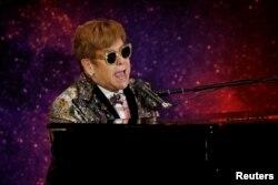 """Elton John momentos antes de anunciar su gira final """"Farewell Yellow Brick Road"""". Nueva York. Enero 24, 2018."""