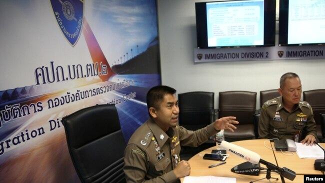 Giám đốc cơ quan di trú Surachate Hakparn họp báo hôm 7/1/2019 tai sân bay Suvarnabhumi.