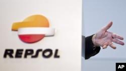 Repsol được cho là đã chuyển nhượng lại cổ phần của ba lô thăm dò dầu khí trên Biển Đông cho tập đoàn dầu khí quốc gia PetroVietnam trước sức ép của Trung Quốc.