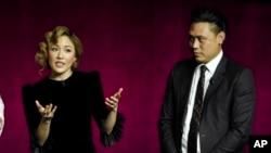 《疯狂的亚洲富豪》演员吴恬敏(左)