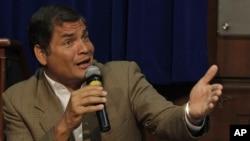Rafael Correa sigue adelante con la prohibición de dar entrevistas a medios contrarios a sus ideas.