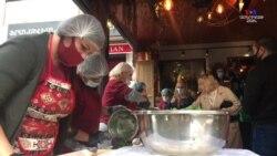 Ինչպե՞ս է աճում ժենգյալով հացի վաճառքը, երբ վաճառասեղանի հետևում հայտնի գրող է կանգնած