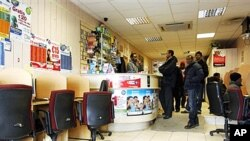 A view of the Banadir Internet cafe where Dutch authorities searched after police arrested 12 Somali men in the key port city of Rotterdam, 26 Dec 2010