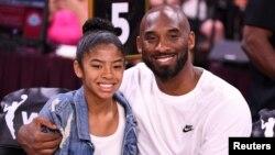 Kobe Bryant (41 tahun) dan putrinya, Gianna (13 tahun) tewas dalam kecelakaan helikopter di Calabasas, California hari Minggu (26/1).