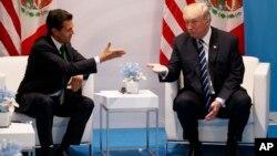 پرزیدنت ترامپ در حال گفتوگو انریکه پنا نیِتو رئیس جمهوری مکزیک