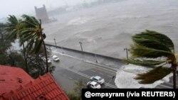 Udar ciklona na obalu Mumbaja