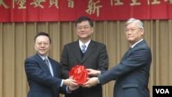 台湾陆委会星期二举行新旧主委交接典礼(美国之音张永泰拍摄)