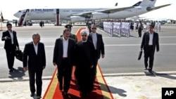 Iranski predsednik Hasan Rohani i potpredsednik Ešag Džahangiri na Mehrabad aerodromu u Teheranu