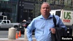 Ross McLellan, ex vicepresidente ejecutivo de State Street Corp, ingresa al juzgado federal en Boston, Massachusetts, EE. UU., El 18 de junio de 2018. REUTERS / Nate Raymond -