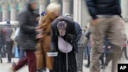 Italijanka prosi u Milanu