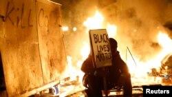 Missouri eyaletinin Ferguson kentinde Michael Brown'u öldüren polis memurunun suçsuz bulunması birçok yerde protesto edildi